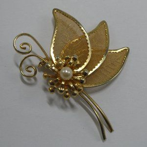 Butterfly Brooch Gold Tone Mesh Pearl Profile Pin